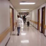 病院で手術法を決定